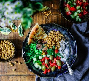 Buddha bowl with chickpeas, green beans and olives